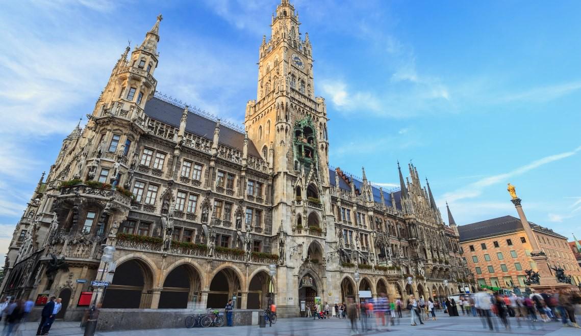 town hall at the Marienplatz in Munich